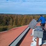 Puhaltimen huoltoa katolla